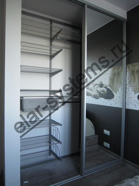 """Встроенный шкаф (501012). Гардеробная система ARISTO - серый цвет. Двери - ARISTO матовый хром/зеркало """"серебро""""."""