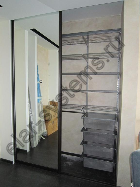Встроенный шкаф (501006). Гардеробная система ARISTO - серый цвет. Двери - ARISTO венге темный/зеркало.