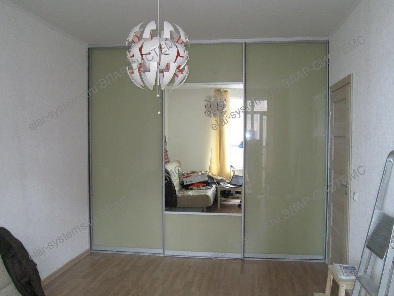 """Встроенный шкаф (арт.504044). Ширина 3090 мм, глубина 650 мм, высота 2740 мм. Двери-купе: профиль - ARISTO матовый хром, вставки - цветное стекло """"бежевый""""/зеркало."""