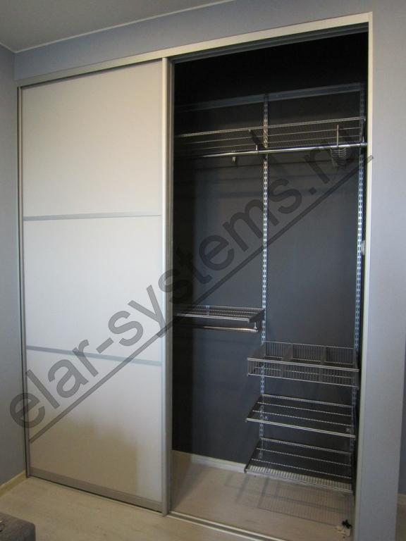Встроенный шкаф (501012). Гардеробная система ARISTO - серый цвет. Двери - ARISTO матовый хром/ДСП Egger U708 светло-серый+разделители .